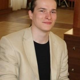 Дмитрий Тихонов, автор рассказа «Сквозь занавес»